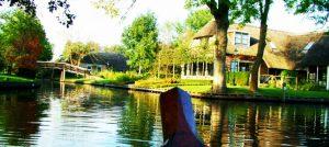 Rondvaren huurbootjes Giethoorn en Weerribben-Wieden
