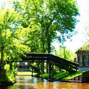 Waterweg door Giethoorn, tijdens rondvaren door de Weerribben-WIeden
